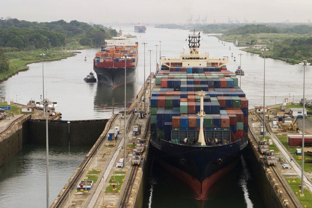 Navio de carga no Canal do Panamá. Foto: Getty Images