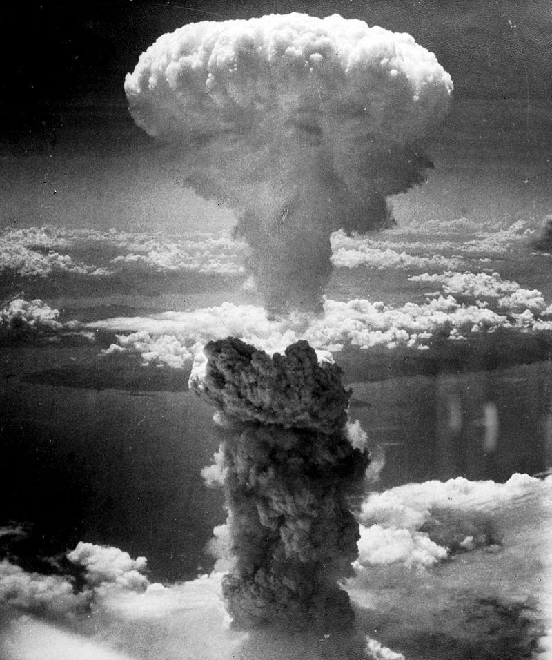 A nuvem de cogumelo formada pela bomba atômica de Nagasaki, no Japão, em 9 de agosto de 1945, subiu cerca de 18 km acima do hipocentro da explosão. Imagem: Wikimedia Commons