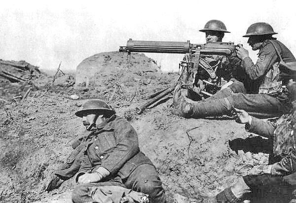 Metralhadora Vickers utilizada por soldados britânicos (1917). Imagem: Wikimedia Commons.