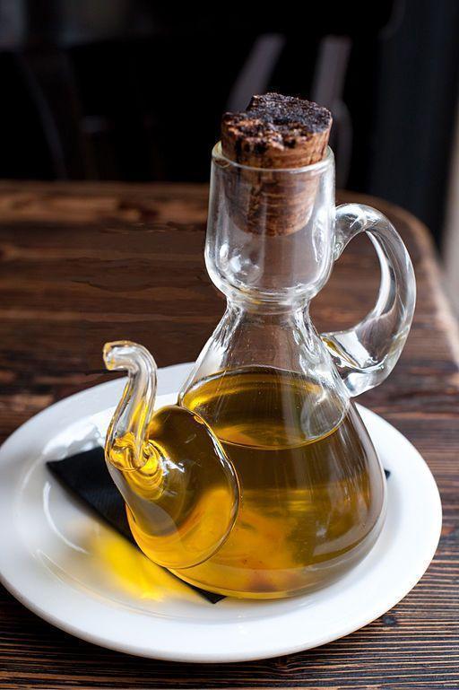 Azeite de oliva. Imagem: Wikimedia Commons.