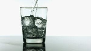 teorema de arquimedes cubo de gelo