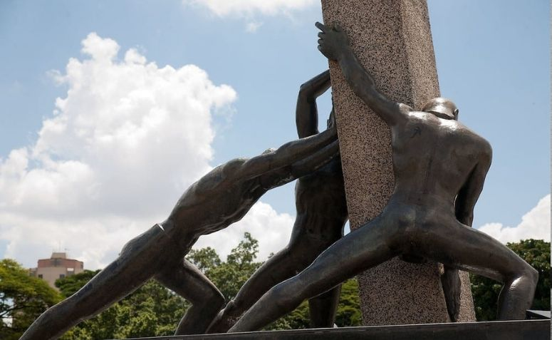 Fotografia do Monumento às Três Raças.