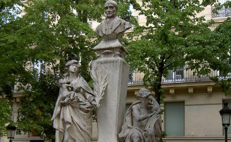 Monumento em homenagem a Auguste Comte em Paris