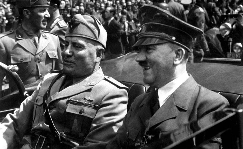 Fotografia de Hitler e Mussolini na Alemanha, líderes do nazifascismo