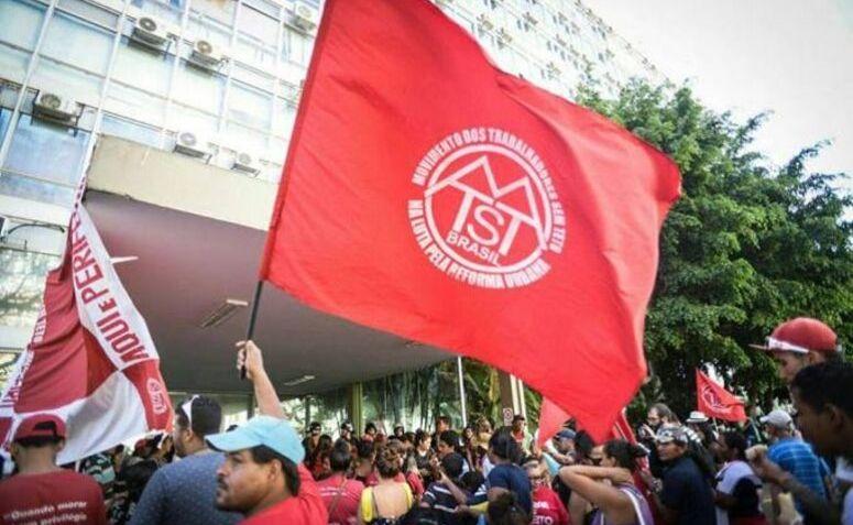 Protesto contra reformas no Minha Casa Minha Vida do MTST.