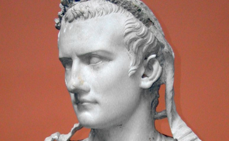 Escultura do imperador Calígula, por Louis le Grand.