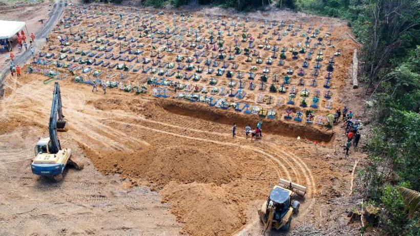 Cova coletiva aberta em cemitério de Manaus